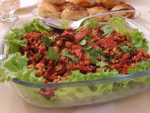 Kurutulmus Domates Salatasi