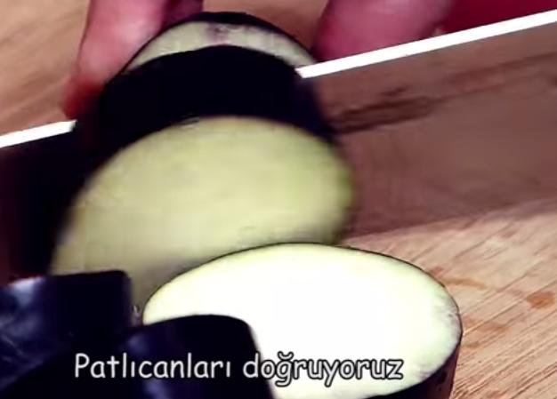 kabab1 Patlıcan Kebabı (fırında) Tarifi
