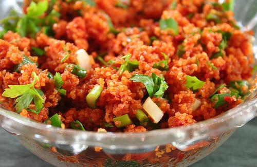 Bulqur salatı (Kısır) hazırlanması