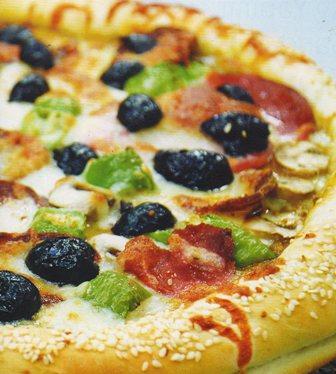 Susamlı simit pizza tarifi resmi fotosu fotoğrafı