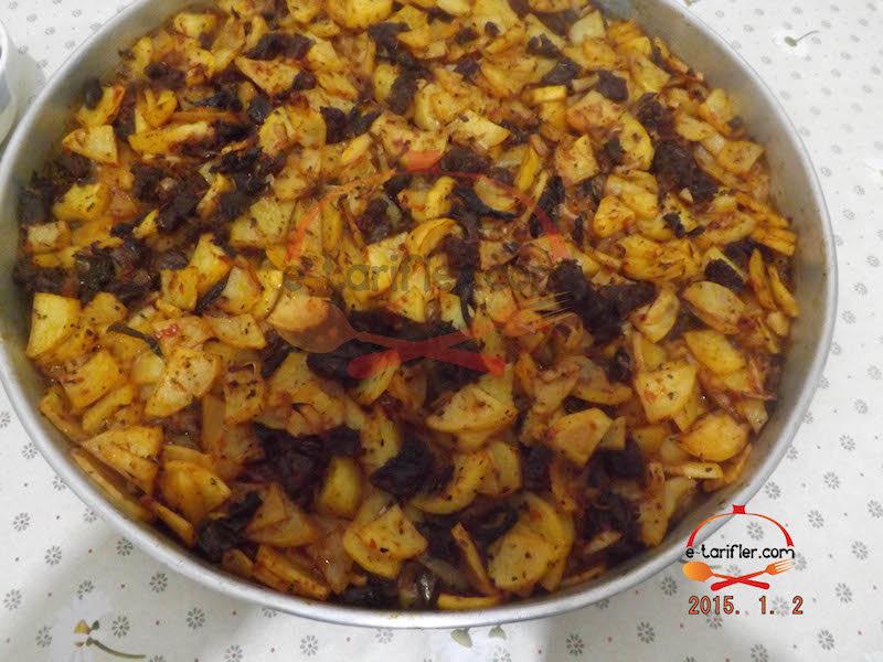 Patatesli ve Etli Fırın Yemeği Pişmiş Hali