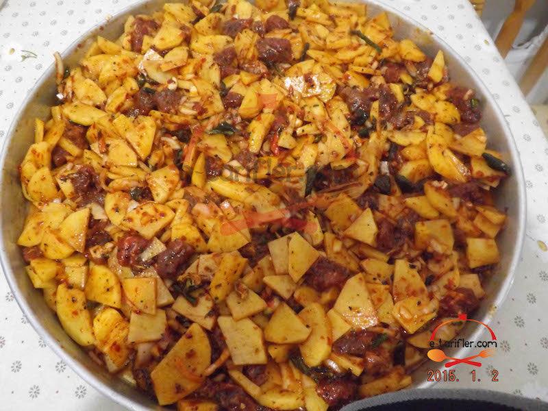 Patatesli ve Etli Fırın Yemeği