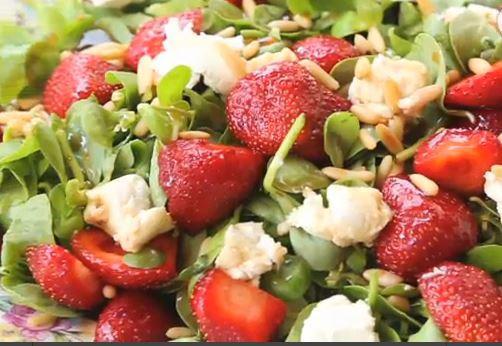 çilekli-semizotlu-salata-resmi