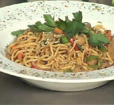 Sebzeli Noodle Tarifi-resmi