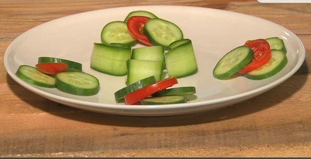 tabak süsleme-salatalıkla nasıl şekiller verebiliriz.